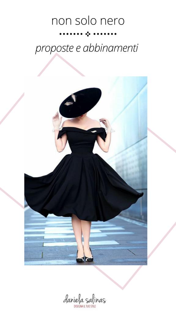 Donna con abito in nero